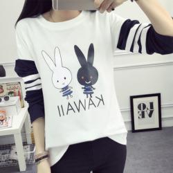 布桂坊2017春季新款韩版时尚长袖T恤女士圆领趣味卡通兔子印花棉t恤韩版