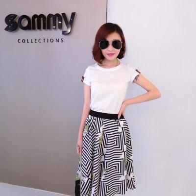 吻合 2017春夏新款时尚显瘦白T恤+几何条半裙