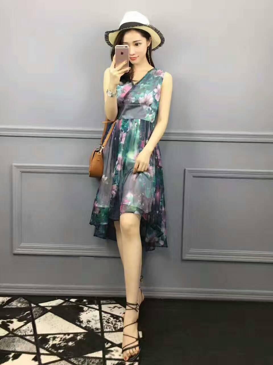 琴之云裳2017年夏款新款时尚V领印花连衣裙