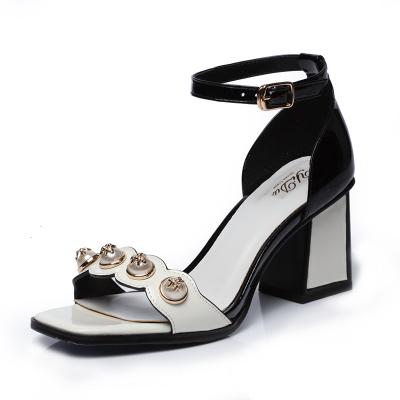牛漆皮一字扣带镶珠方跟凉鞋 YD003