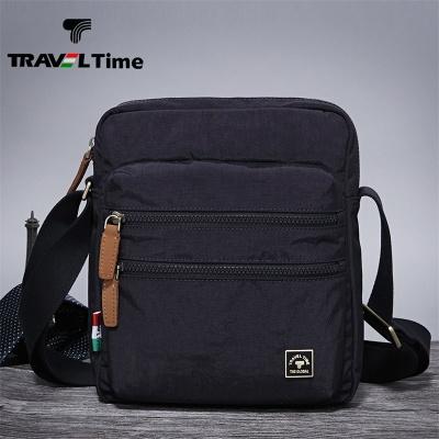 TRAVEL TIME男士包包斜挎包男包竖款防水布包单肩斜挎包