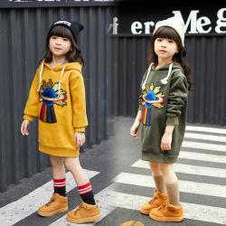 傲娃2017冬款上新时尚新款加绒卫衣带帽绣章卫衣