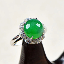 逸之璟 冰种阳绿蛋面女士戒指