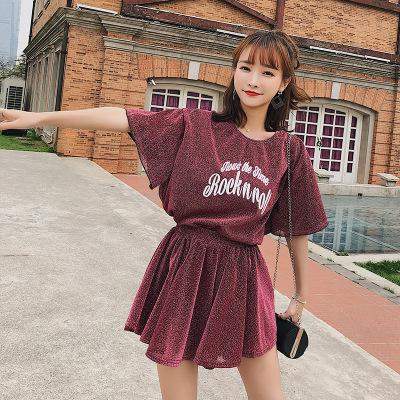 恩黛 2018夏装新款宽松印花T恤+亮丝百褶裤裙两件套