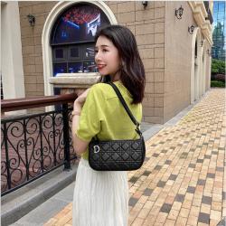 包包女包新款2020斜挎单肩包韩版时尚菱格腋下包小众法棍包女 L055