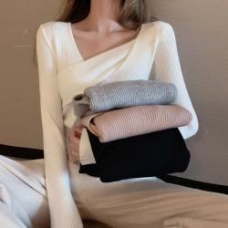 君尚A2515秋冬新款不规则设计性感纯色上衣修身长袖针织衫女