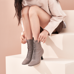 2020女鞋新款秋冬酒杯跟侧拉链尖头系带羊猄高跟短靴皮面