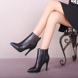 """2016时尚爆款细跟尖头铆钉真皮<span class=""""gcolor"""">高跟</span>靴短靴女 1552"""